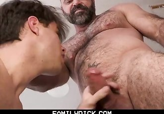 FamilyDick - Muscle daddy..