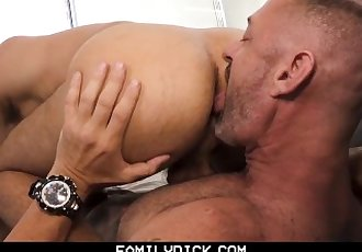 FamilyDick - Daddy Has Fun On..